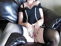 Mature vixen showing for yout pleasure