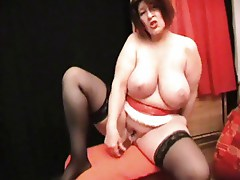 Huge BBW does it herself