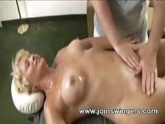 Mature gives sexual massage