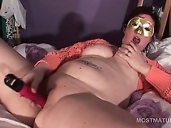 Shorthaired naked mature tramp vibing tits and snatch
