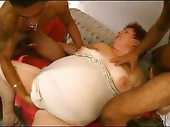 2 YOUNG GUYS FUCK MATURE BBW