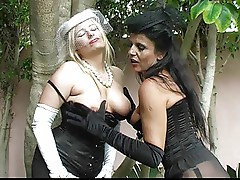 Kaz & Eve in the Garden-trasgu
