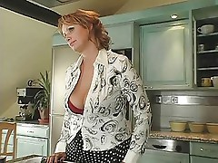 Mature and Sexy Suzie-trasgu