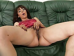 Mature Gina Red