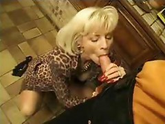 MILF francais giving blowjob