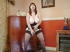 Mature Plumper squats and does herself