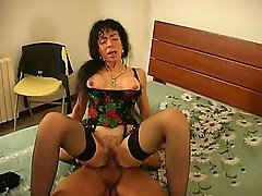 Black haired milf loves riding